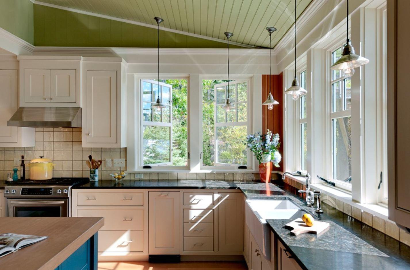Два окна на кухне дизайн