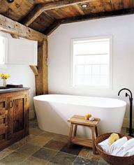 Ванна в стиле шале