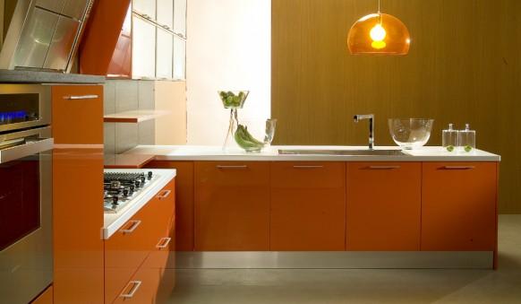 Кухня в оранжевых цветах
