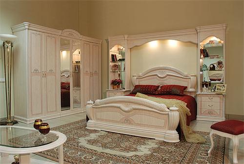 Спальня цвета слоновая кость
