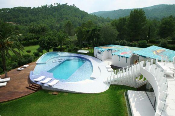 Частный дом с бассейном